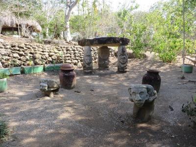 Pre-Colombian statues ...